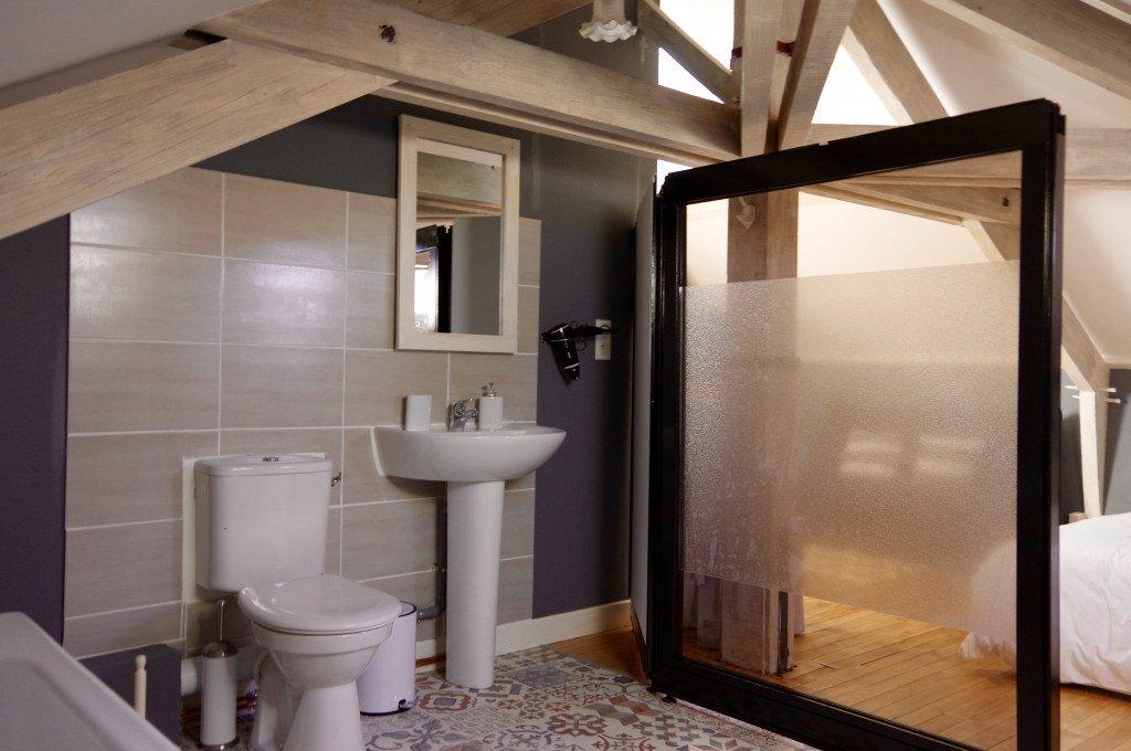 Salle de bains - WC + lavabo