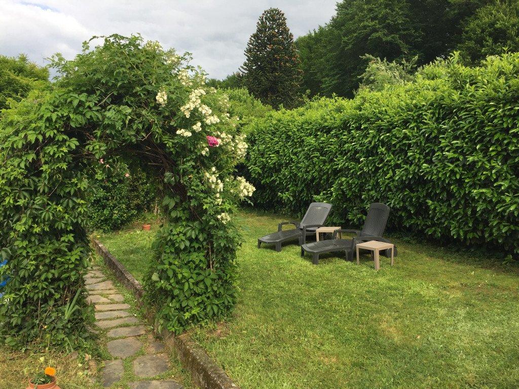 Jardin - détail, bains de soleil